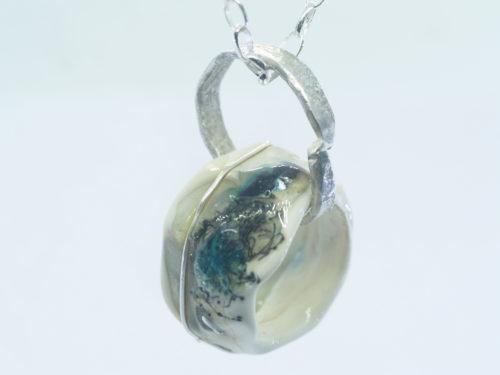 emubeads-handmade-pendant-glass-bead-on-bespoke-silver-link